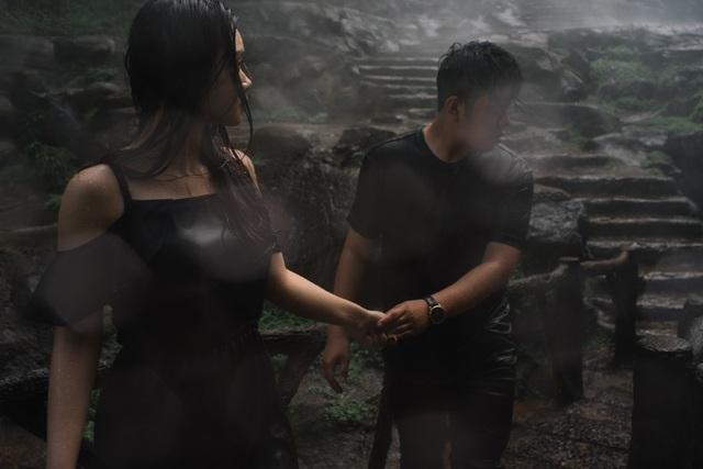 Bộ ảnh cưới ướt mưa với những khoảnh khắc không thể ngọt ngào hơn là tất cả cảm xúc tự nhiên của cặp đôi.