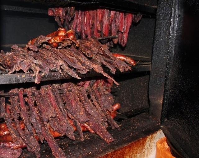 Thịt trâu gác bếp là món ăn yêu thích của nhiều người. (Ảnh: chorungtaybac)