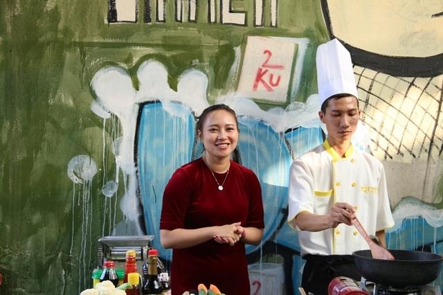 Cám ơn ca sĩ Khánh Linh và nhà hàng Beer 2Ku số 2 Cửa Nam đã giúp chúng tôi hoàn thành nội dung này.