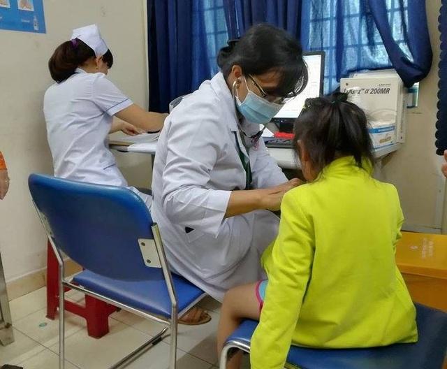 Trẻ được gửi tại cơ sở Mầm Xanh được thăm khám về sức khỏe