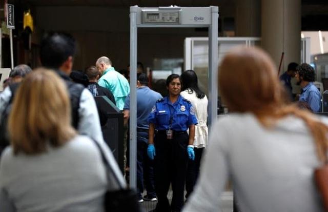 Khu vực kiểm tra an ninh tại sân bay Los Angeles (Ảnh: Reuters)
