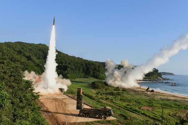 Quân đội Mỹ và Hàn Quốc tập trận bắn tên lửa đáp trả Triều Tiên sau vụ phóng tên lửa đạn đạo liên lục địa của Bình Nhưỡng ngày 4/7 (Ảnh: Fox)