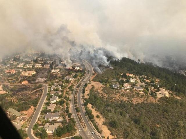 Hơn 100 người gặp các vấn đề về sức khỏe do ảnh hưởng của đám cháy như bỏng da, hít phải khói độc hay khó thở đang được điều trị tại các bệnh viện ở hạt Napa và Sonoma.
