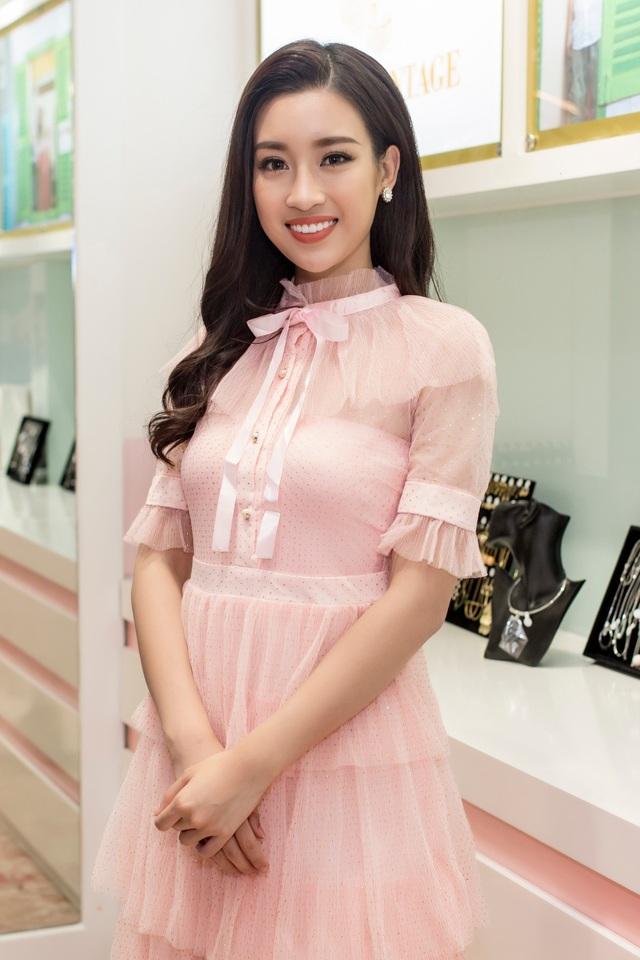 Sau cuộc thi Hoa hậu thế giới, Đỗ Mỹ Linh sẽ trở về trường Đại học Ngoại Thương để tiếp tục hoàn thành việc học của mình (Ảnh: Trung Tín)