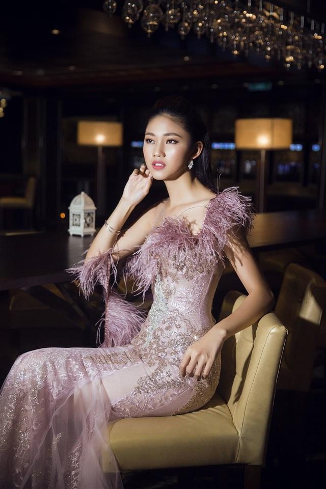 Hoa hậu Mỹ Linh, Á hậu Thanh Tú đọ dáng gợi cảm - 12