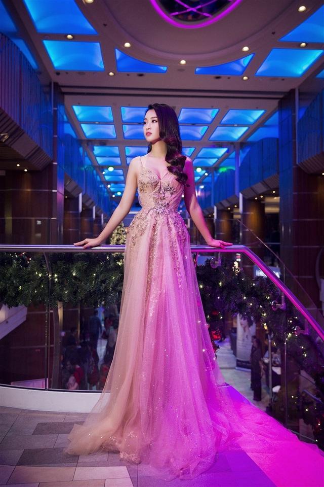 Hoa hậu Mỹ Linh, Á hậu Thanh Tú đọ dáng gợi cảm - 6