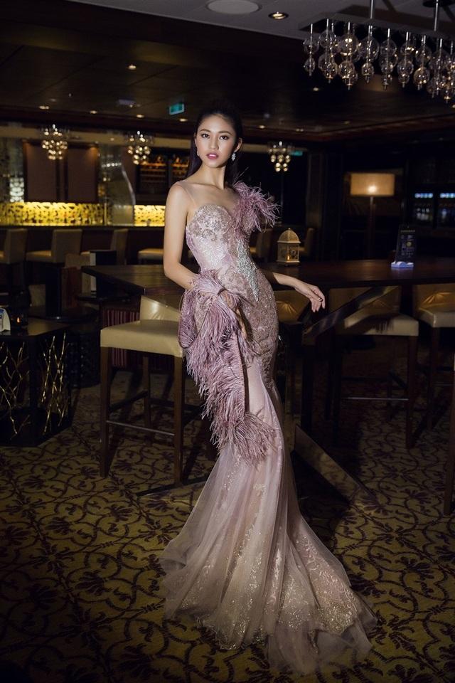 Hoa hậu Mỹ Linh, Á hậu Thanh Tú đọ dáng gợi cảm - 10