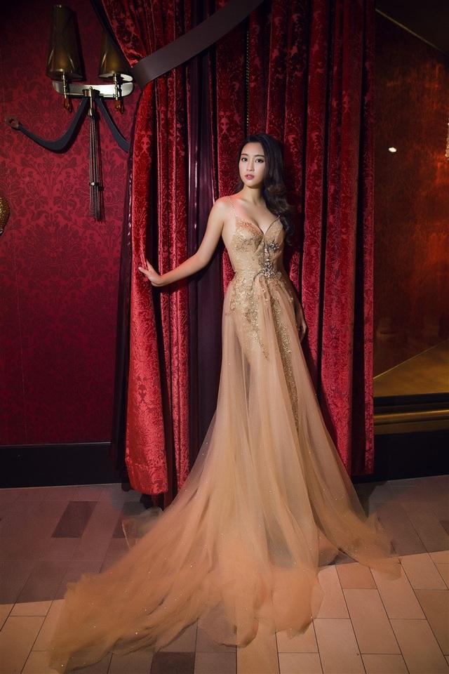 Hoa hậu Mỹ Linh, Á hậu Thanh Tú đọ dáng gợi cảm - 3