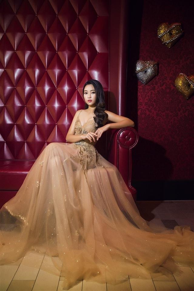 Hoa hậu Mỹ Linh, Á hậu Thanh Tú đọ dáng gợi cảm - 2