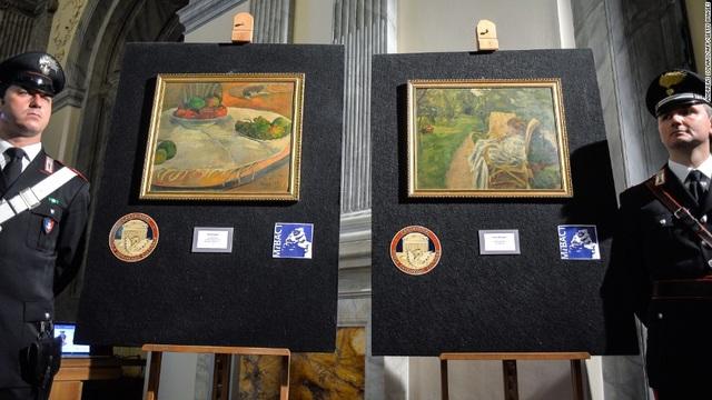 Tranh của hai danh họa người Pháp - Paul Gauguin và Pierre Bonnard - đã được tìm thấy lại hồi năm 2014. Hai bức tranh đáng giá hàng triệu euro, đã bị đánh cắp khỏi gia đình vị chủ nhân ở thành phố London (Anh) hồi năm 1970, sau đó bị bỏ lại trên một chuyến tàu ở Ý. Nhà ga không biết rằng đây là tranh quý nên đã đem bán rất rẻ. Một công nhân đã bỏ ra 45.000 lire Ý để mua hai bức tranh về treo trong nhà, số tiền đó chỉ tương đương… 530.000 đồng.