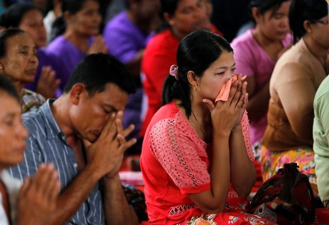 Máy bay vận tải Y-8F-200 của quân đội Myanmar biến mất khỏi màn hình radar vào chiều 7/6 khi đang bay từ thị trấn Myei tới thành phố Yangon. Máy bay mất liên lạc 29 phút sau khi cất cánh, khi ở độ cao hơn 5.400 m. Nguyên nhân khiến máy bay rơi hiện vẫn chưa được xác định.