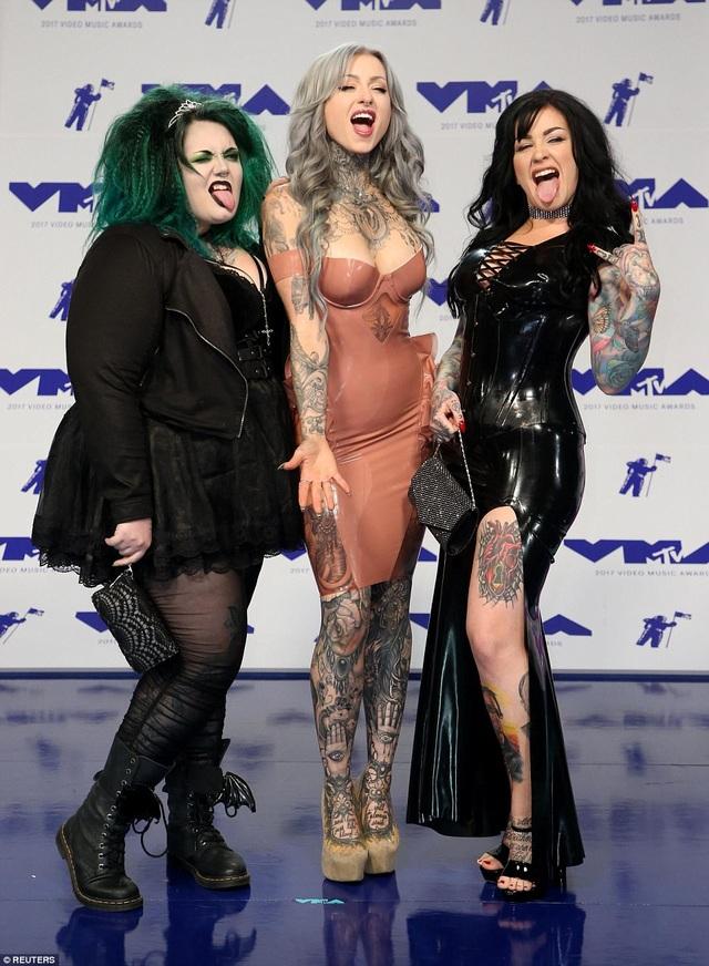 3 cô gái của show truyền hình ăn khách Ink Master: Angels đều bị chê mặc xấu