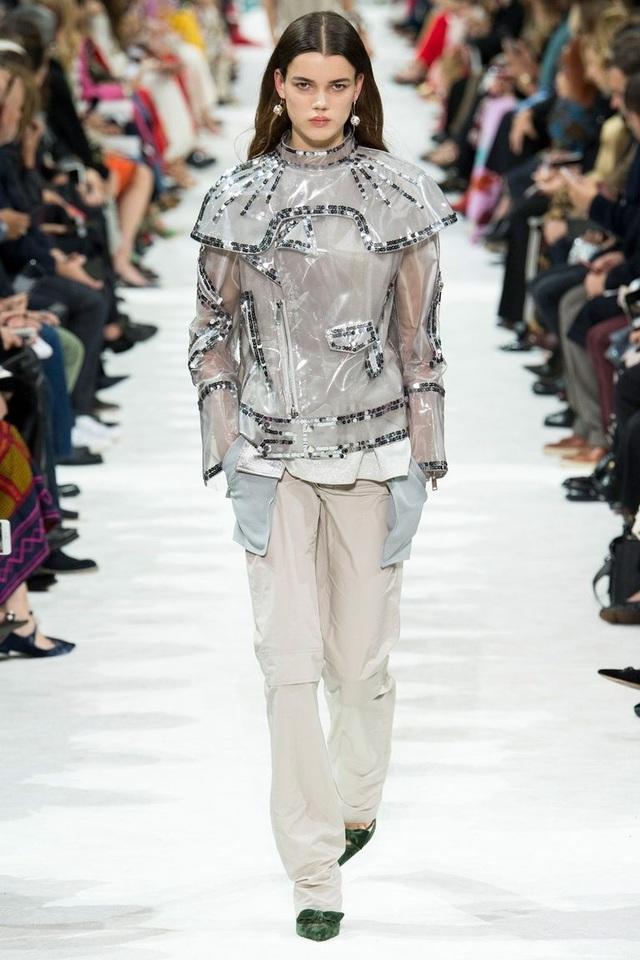 Valentino khẳng định chân lý: Không gây tranh cãi không phải thời trang!