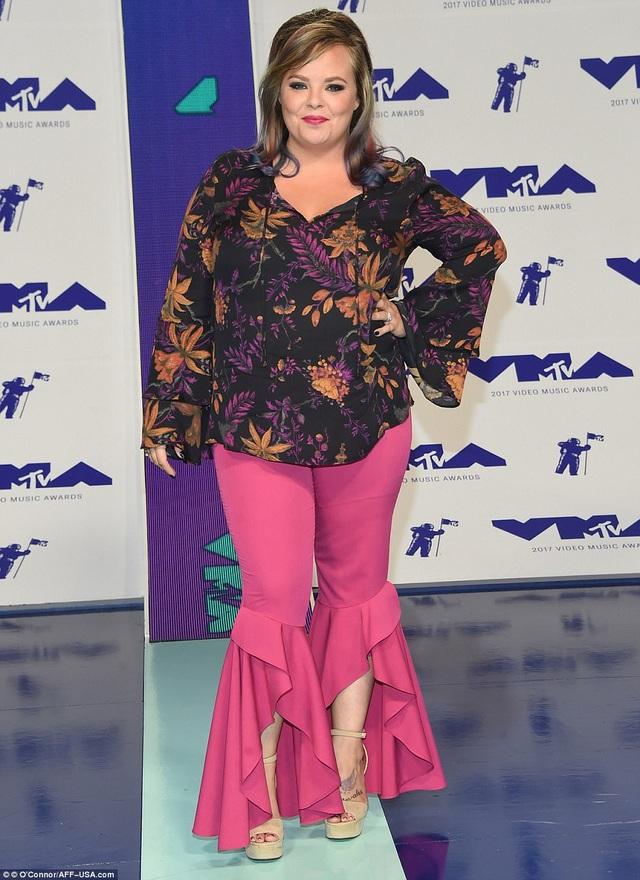 Caitlin Valtierra mặc đồ như đi chợ
