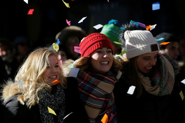 Người dân Mỹ đã chuẩn bị sẵn sàng cho hoạt động đón năm mới ngoài trời với nhiều chương trình nghệ thuật đặc sắc. (Ảnh: Reuters)