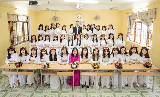 Kỷ niệm của cả lớp với cô giáo chủ nhiệm