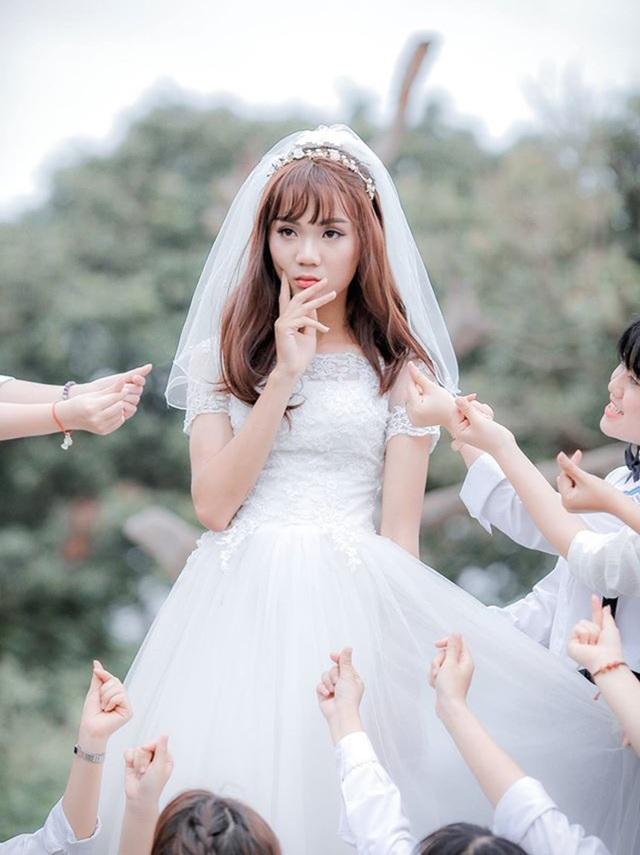 Bức ảnh nam sinh Dương Minh Huy xinh đẹp trong bộ váy cô dâu đang gây sốt trên mạng xã hội