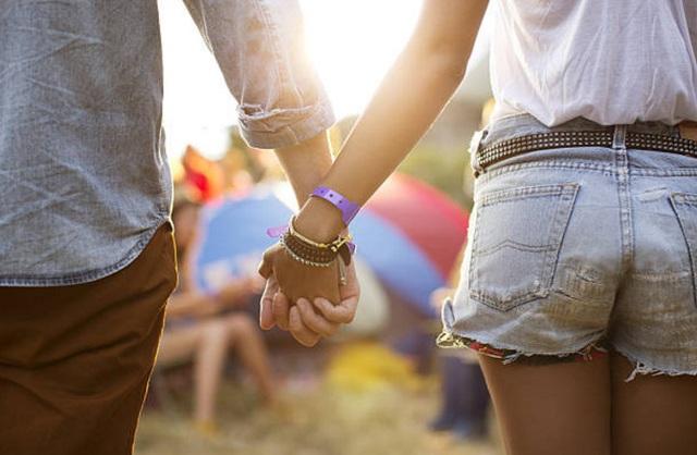 Luôn nắm tay như ngày mới yêu - 1