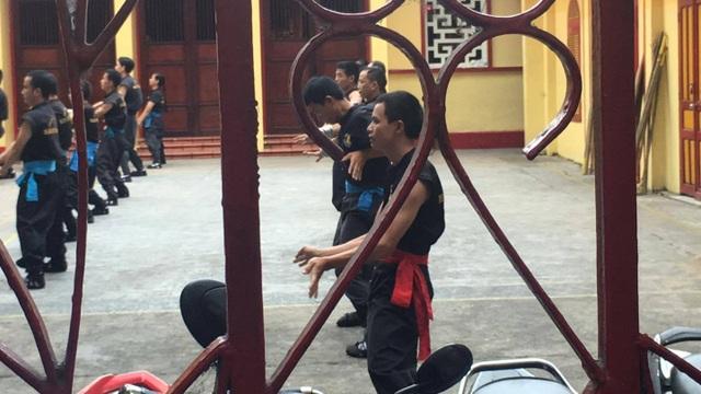 Võ sư Flores không xuất hiện, người hiếu kỳ vẫn tập trung khá đông tại Nam Huỳnh Đạo - 4