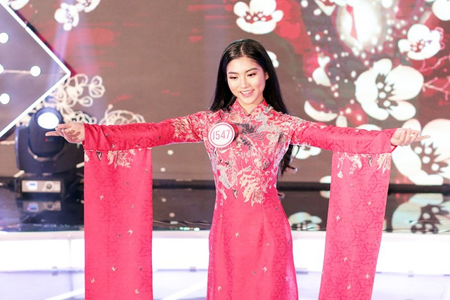 Cận cảnh gương mặt xinh xắn, nụ cười tươi và má lúm đồng tiền duyên dáng của Nguyễn Bùi Nam Phương