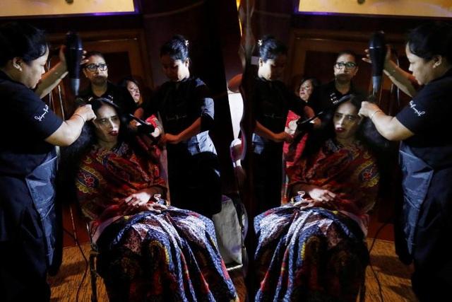 Bangladesh đã tổ chức một chương trình thời trang khác biệt để kỷ niệm Ngày Quốc tế Phụ nữ, với sự tham gia của 15 người mẫu là các nạn nhân của các vụ tấn công bằng axit.
