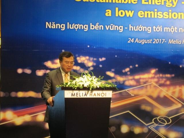 Diễn giả phát biểu tại hội thảo