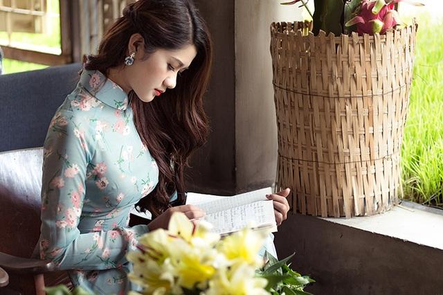 Cô từng tham gia một số cuộc thi người đẹp và đã đạt được thành tích như: top 20 Hoa khôi miền Trung, top 25 Người đẹp ảnh Việt Nam và Hoa khôi du lịch.