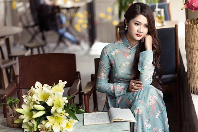 Sở thích của Thảo và đi du lịch, nấu ăn, nghe nhạc và tham gia thiện nguyện. Cô sinh ra ở Quảng Bình. Cô rất tự hào và hãnh diện về mảnh đất quê hương mình.