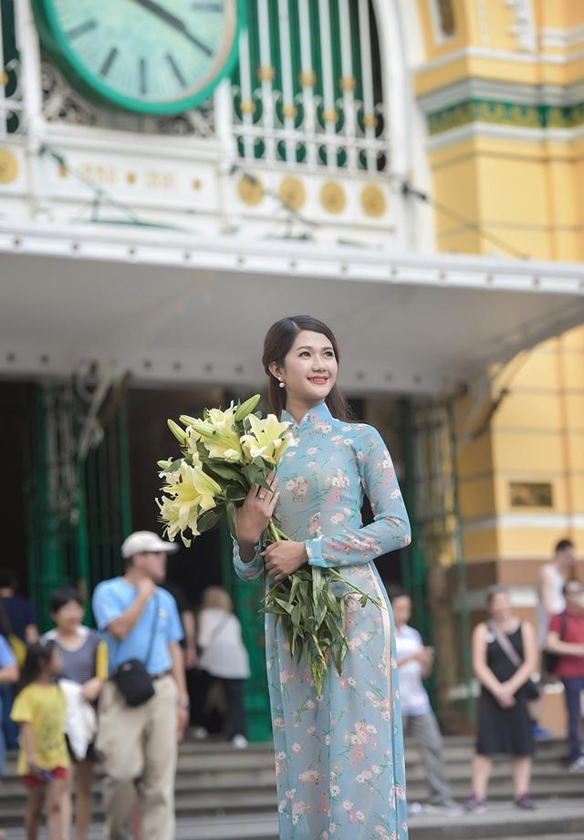 Thiếu nữ Quảng Bình thướt tha tà áo dài trên phố Sài Gòn - 8