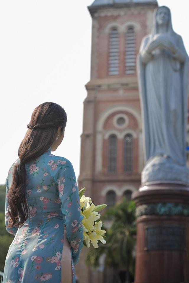 Thiếu nữ Quảng Bình thướt tha tà áo dài trên phố Sài Gòn - 10
