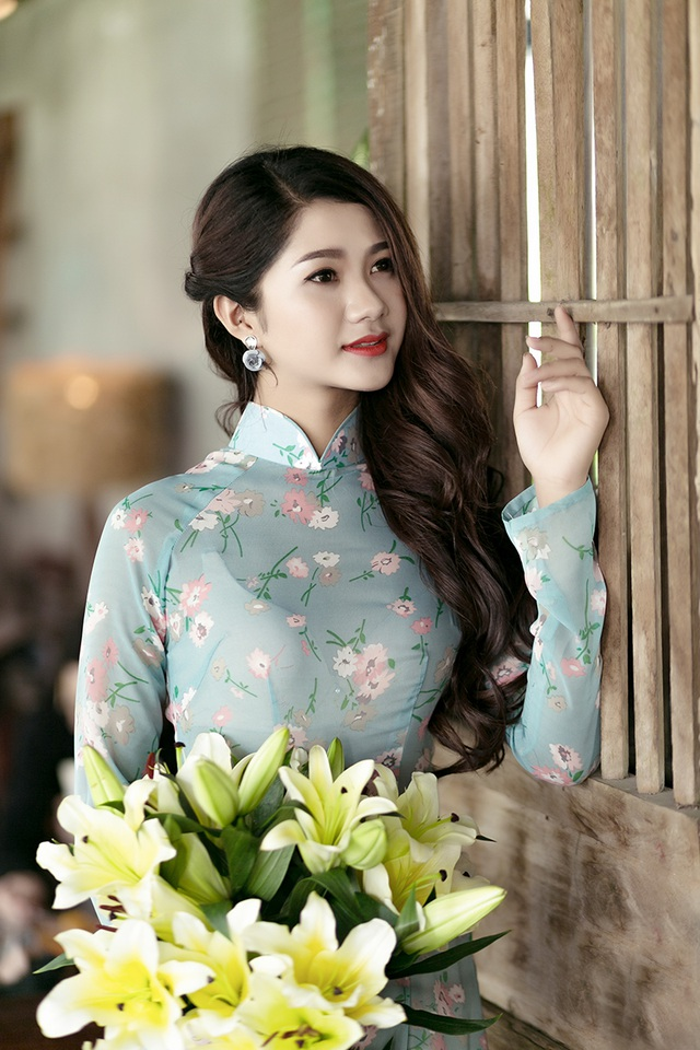 Thiếu nữ Quảng Bình thướt tha tà áo dài trên phố Sài Gòn - 12