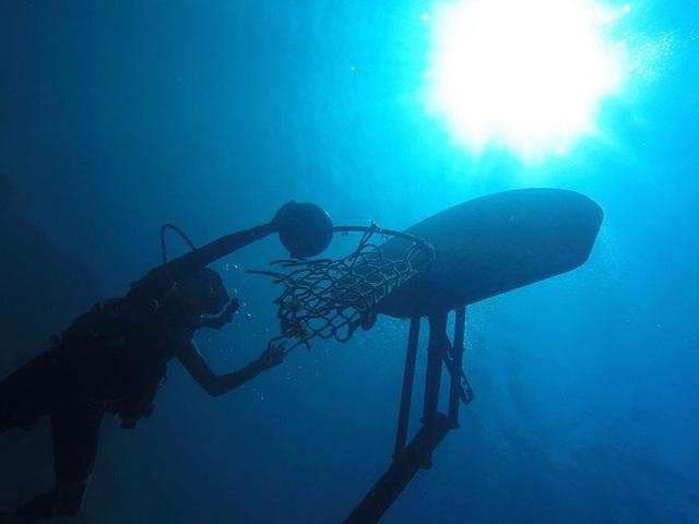 Tác phẩm Underwater Basketball - Josephine Goldman, 13 tuổi, Mỹ
