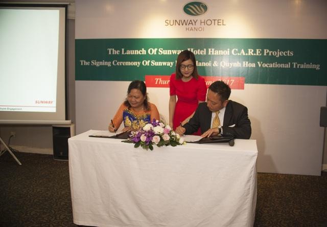 Buổi lễ ký kết giữa khách sạn Sunway Hà Nội và Trung tâm Dạy nghề Từ thiện Quỳnh Hoa