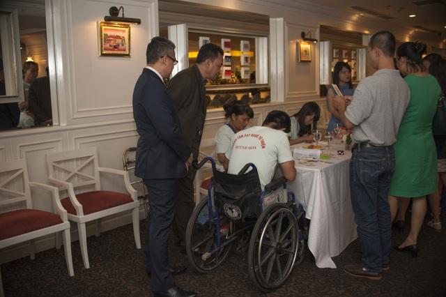 Khách sạn Sunway Hà Nội cũng sẽ dành riêng một phần quầy Lưu niệm tại sảnh khách sạn để bán và giới thiệu những sản phẩm thủ công của các em nhỏ thiệt thòi tới khách du lịch trong nước và quốc tế