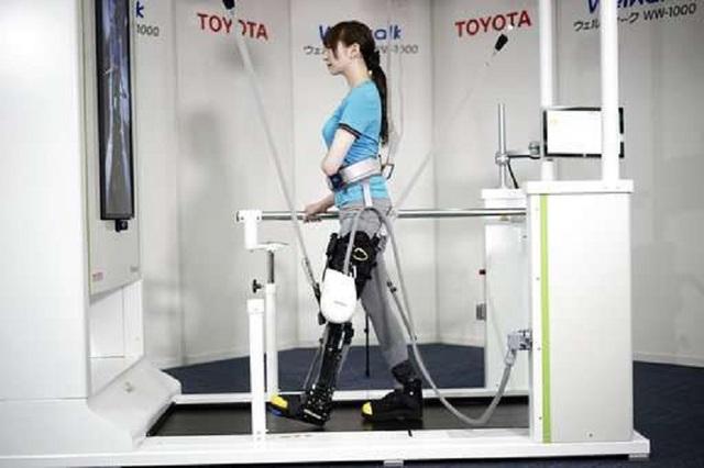 Nẹp chân robot có thể giúp người bị liệt có thể đi bộ - 1