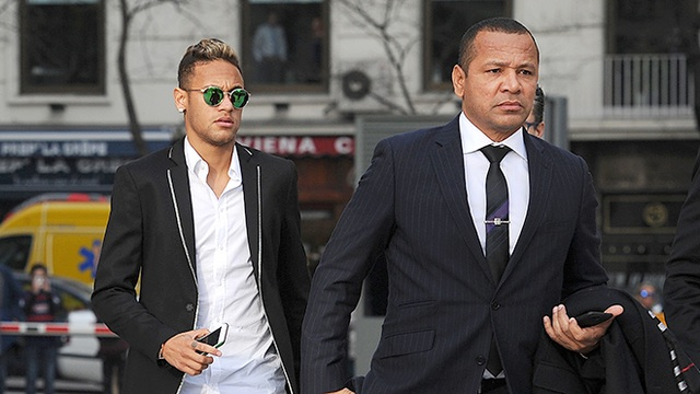 Ông Neymar Santos Sr kiếm được rất nhiều tiền từ việc làm người đại diện cùa con trai