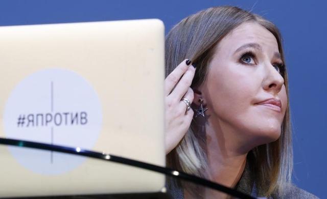 Ksenia Sobchak, 35 tuổi, là người dẫn chương trình kiêm diễn viên và người mẫu nổi tiếng tại Nga. Sobchak trở thành cái tên gây chú ý trong thời gian gần đây khi cô tuyên bố sẽ ra tranh cử ghế Tổng thống Nga trong cuộc bầu cử vào năm tới.