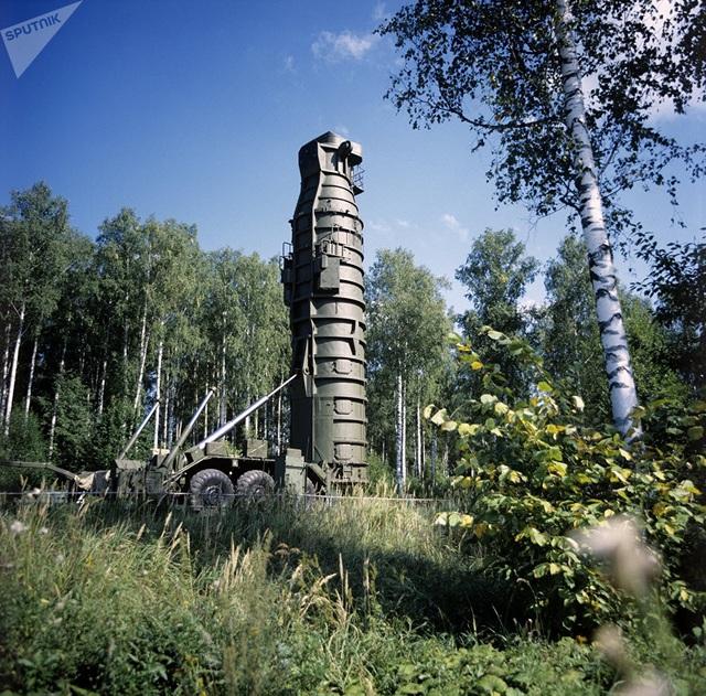 Ngày 17/12 vừa qua đánh dấu 58 năm thành lập Lực lượng Tên lửa Chiến lược của Nga. Lực lượng này được thành lập nhằm mục đích răn đe hạt nhân trước các động thái gây hấn từ đối phương. Trong ảnh: Tên lửa đạn đạo SS-20 của Lực lượng Tên lửa Chiến lược Nga.