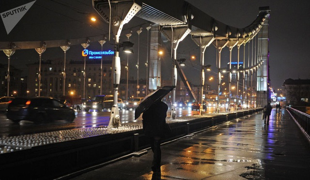 Cầu Crimea ở Moscow trong một buổi tối năm 2011.