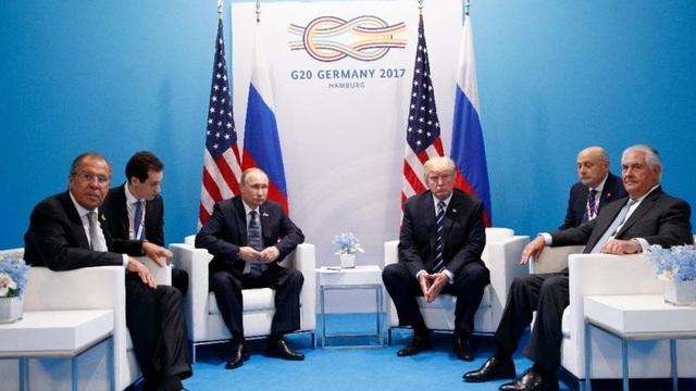 Chỉ có 6 người trong cuộc hội đàm kín đầu tiên giữa ông Trump và Putin hôm 7/7. (Ảnh: Fox News)