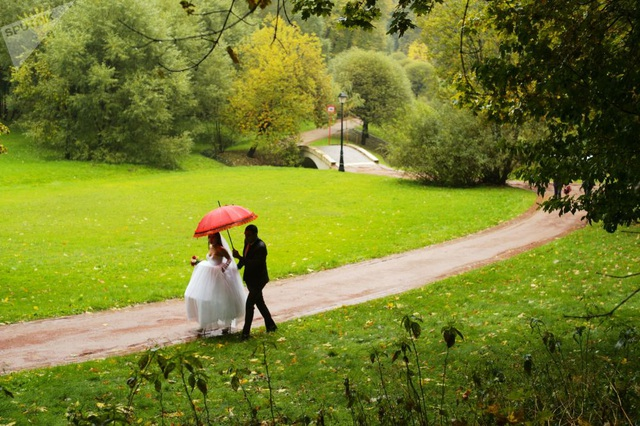 Công viên Tsaritsyno ở Moscow khi mùa thu tới. (Ảnh: Sputnik)