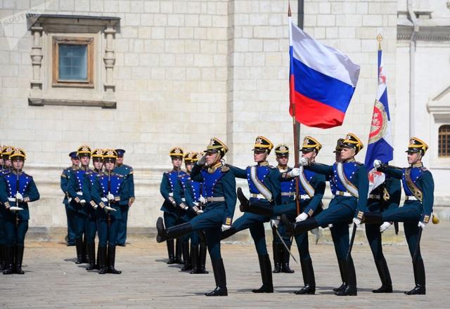 Trong tuần này, Quảng trường Đỏ ở Moscow sẽ được dựng thành sân khấu để một số dàn nhạc cổ điển và dàn nhạc quân đội hàng đầu thế giới biểu diễn trực tiếp trước hàng nghìn khán giả tại khu vực gần tháp Spasskaya nổi tiếng của Nga.
