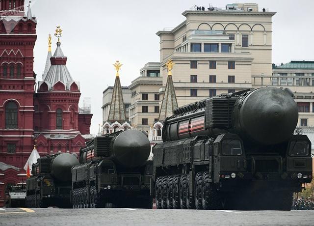 Bộ trưởng Quốc phòng Nga Sergei Shoigu cho biết các hệ thống tên lửa chiến lược do Nga phát triển là độc nhất vô nhị và không có đối trọng trên thế giới. Trong ảnh: Tên lửa đạn đạo liên lục địa RS-24 Yars tham gia lễ diễu binh tại Quảng trường Đỏ ở thủ đô Moscow.