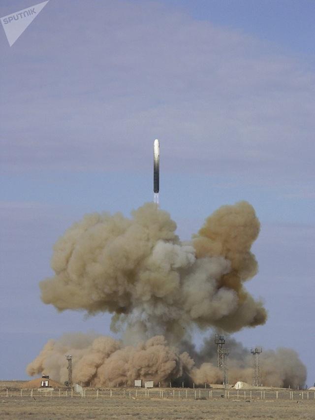 Tên lửa đạn đạo liên lục địa RS-18 của Nga được phóng từ trung tâm vũ trụ Baikonur.