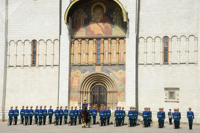 Trung đoàn Kremlin là một đơn vị đặc biệt của quân đội Nga. Để trở thành thành viên của Trung đoàn Kremlin, một binh sĩ phải có chiều cao thấp nhất là 1m90.