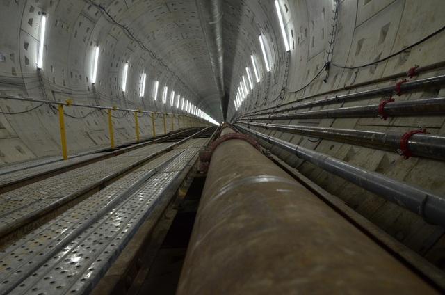 Hệ thống đường ống chuyển đất sau khi đào ra ngoài