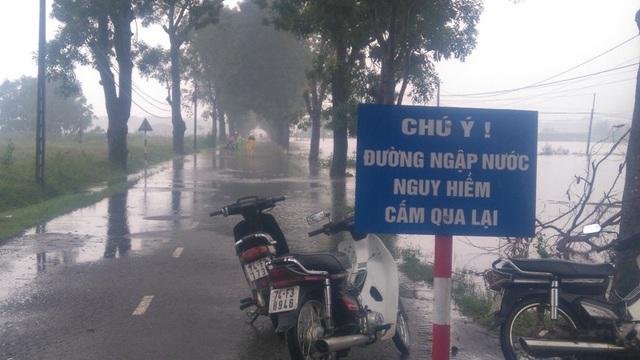 Tuyến đường giao thông qua xã Hải Thượng bị ngập nước