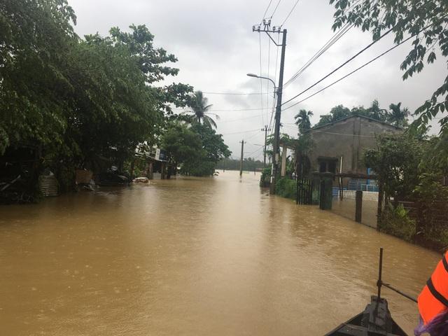 Mưa lớn khiến nhiều xã ở huyện Hòa Vang bi ngập nặng