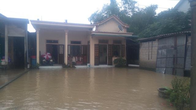 Nhiều hộ dân tại xã Hải Tân, huyện Hải Lăng bị cô lập
