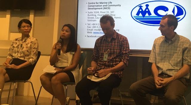 Các chuyên gia Mỹ và Việt Nam tham gia buổi thảo luận nhân kỷ niệm Ngày Đại dương Thế giới 8/6 (Ảnh: Đức Hoàng)